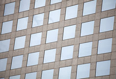 Glass fönster för fasad av en byggnad Fotografering för Bildbyråer