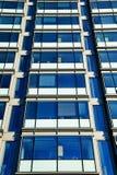 Glass fönster för skyskrapa Arkivbilder