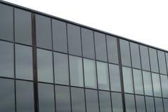 Glass fönster som bygger den kommersiella kontorsfasaden Royaltyfri Foto