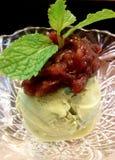 Glass för grönt te och deg för röd böna Royaltyfri Fotografi