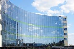 Glass fasad av en modern byggnad Arkivfoto