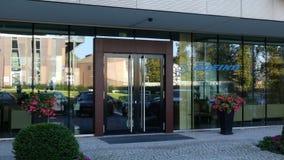 Glass fasad av en modern kontorsbyggnad med den Boeing Företag logoen Redaktörs- tolkning 3D Royaltyfria Bilder