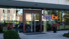 Glass fasad av en modern kontorsbyggnad med den Fedex logoen Redaktörs- tolkning 3D Fotografering för Bildbyråer