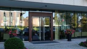 Glass fasad av en modern kontorsbyggnad med den Fujifilm logoen Redaktörs- tolkning 3D Arkivbilder