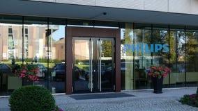 Glass fasad av en modern kontorsbyggnad med den Philips logoen Redaktörs- tolkning 3D Arkivfoto