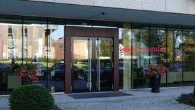 Glass fasad av en modern kontorsbyggnad med den Santander Serfin logoen Redaktörs- tolkning 3D Royaltyfri Fotografi