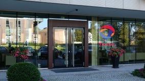 Glass fasad av en modern kontorsbyggnad med slutsumma S A logo Redaktörs- tolkning 3D Royaltyfri Fotografi