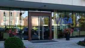 Glass fasad av en modern kontorsbyggnad med visumet Inc logo Redaktörs- tolkning 3D Royaltyfria Foton