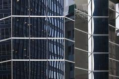 Glass fasad av skyskrapan i New York i stadens centrum manhattan med a Royaltyfri Bild