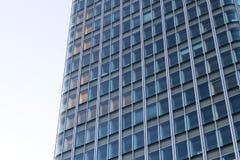 Glass fasad för kontorsbyggnad i Paris Laförsvar Frankrike royaltyfria foton