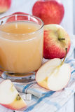 Glass filled with fresh Apple Juice Royalty Free Stock Images
