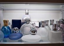 Glass flaskor för dofter arkivbild