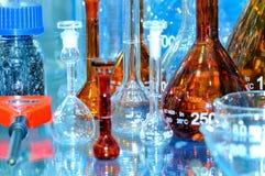 Glass flaskor och kulor i olika former och format Royaltyfri Foto