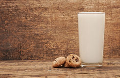 Glass of fresh milk Royalty Free Stock Photos