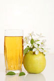 Glass full of fresh juice with ripe green apple Stock Photography