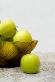glass grön vase för äpplen Royaltyfri Foto