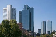 Glass höghus i Frankfurt - f.m. - strömförsörjning, Royaltyfria Foton