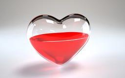 Glass hjärta som fylls med vin inom Royaltyfria Foton