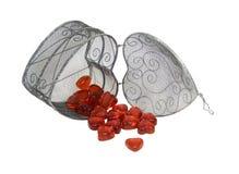 glass hjärtahjärtor för korg som häller red royaltyfri fotografi