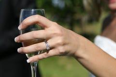 glass holdingwhitekvinna arkivfoton