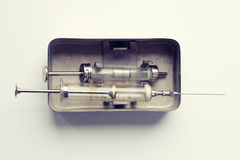 Glass injektionsspruta för injektion Arkivfoto