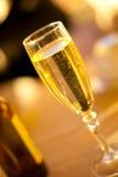 glass isoleringswhite för champagne Royaltyfria Bilder