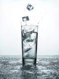 glass isvatten royaltyfria bilder