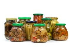 glass jars marinated champinjongrönsaker Royaltyfria Bilder
