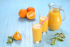 Glass and jug of orange juice Royalty Free Stock Photos