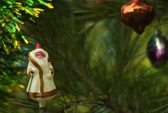 Glass julgranleksak för tappning: Santa Claus Arkivbild