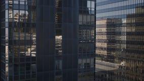 Glass kontorsbyggnad i stadens centrum Los Angeles för hög löneförhöjning 4K stock video