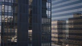 Glass kontorsbyggnad i stadens centrum Los Angeles för hög löneförhöjning 4K arkivfilmer