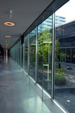 Glass kontorsbyggnadinterior Arkivfoton