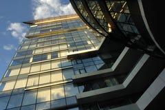 Glass kontorsbyggnadyttersida Arkivbild