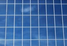 glass kontorsfönster för byggnad Arkivbild