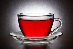 Glass kopp med tepåsen Arkivfoton