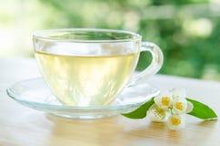 Glass kopp te med jasmin Royaltyfria Bilder