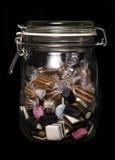 Glass krus av sötsaker Arkivbilder