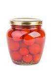 Glass krus med inlagda körsbärsröda tomater royaltyfria foton