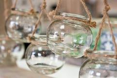 Glass krus returnerar garnering royaltyfria bilder