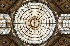 Glass kupol av Galleria Vittorio Emanue Arkivbilder