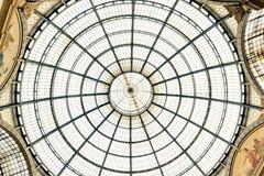 Glass kupol av Galleria Vittorio Emanuele i Milan Arkivbild