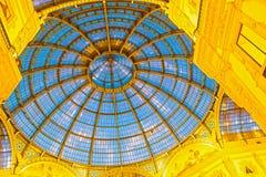 Glass kupol av Galleria Vittorio Emanuele i Milan, Italien Royaltyfria Bilder