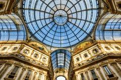 Glass kupol av Galleria Vittorio Emanuele II i Milan, Italien Royaltyfria Bilder
