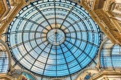 Glass kupol av galleriaen Vittorio Emanuele II, Milan, Italien Arkivbilder