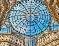 Glass kupol av galleriaen Vittorio Emanuele II, Milan, Italien Royaltyfri Bild