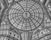 Glass kupol av galleriaen Vittorio Emanuele II, Milan, Italien Arkivfoto