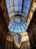 Glass kupol av galleriaen Vittorio Emanuele II, Milan, Italien fotografering för bildbyråer