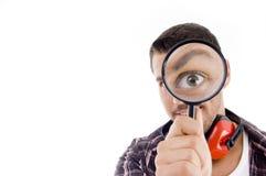 glass looking magnifying man Στοκ φωτογραφία με δικαίωμα ελεύθερης χρήσης