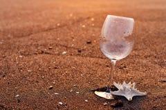 glass lunchwine för strand Arkivbilder